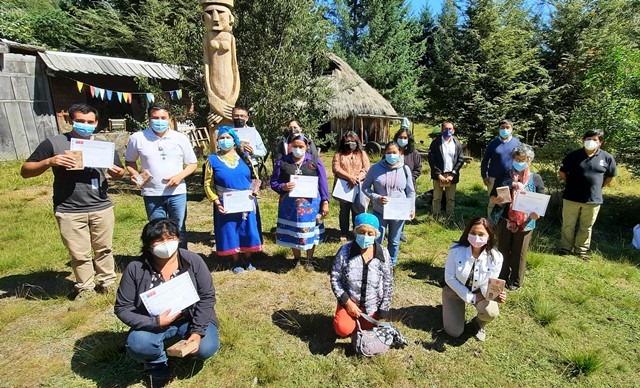 Emprendedoras indígenas de Pucón reciben capacitación con pertinencia cultural
